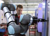 Kolaborativní robot pomáhá ve STAMITu