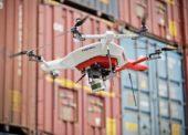 Dron počítá palety na vnějších plochách