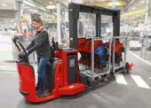 Spojení logistického vláčku a manipulačního vozíku