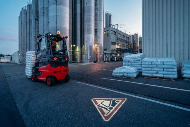 Linde MH představuje varovnou vestu a další inovace pro vyšší bezpečnost
